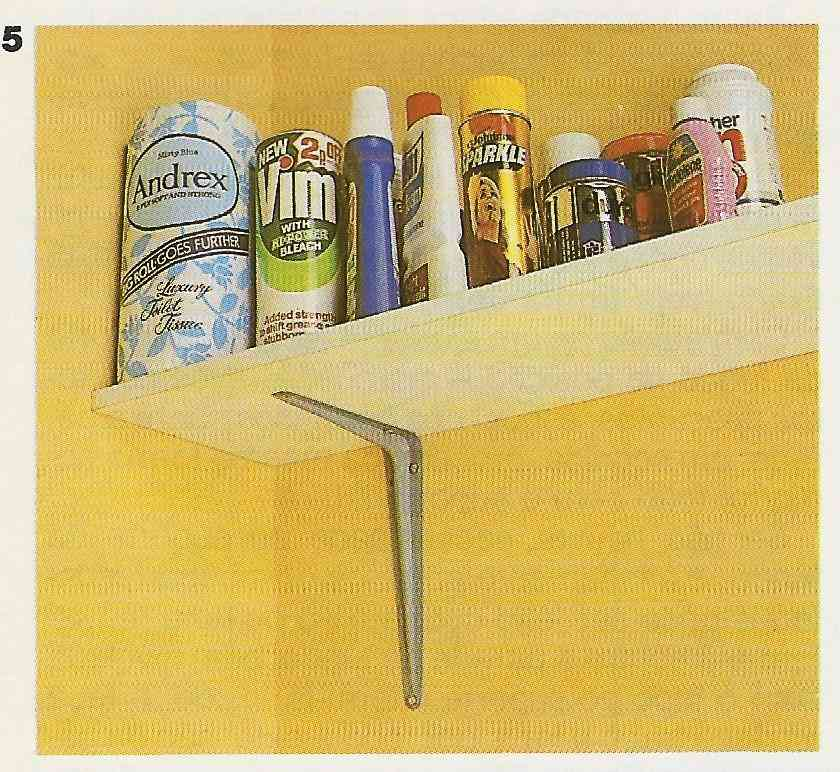 foto de instalação de prateleiras utilizando mão francesa de metal