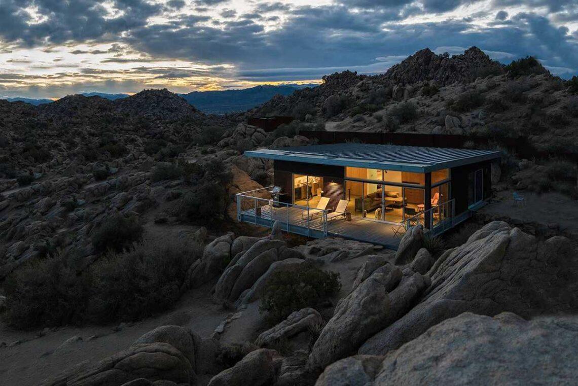 casa pré-fabricada no deserto