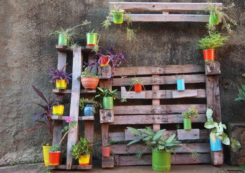 móveis de pallet - jardim vertical de pallet
