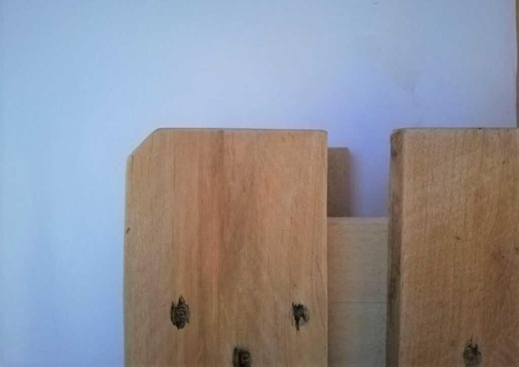 cama de pallet cortando as pontas