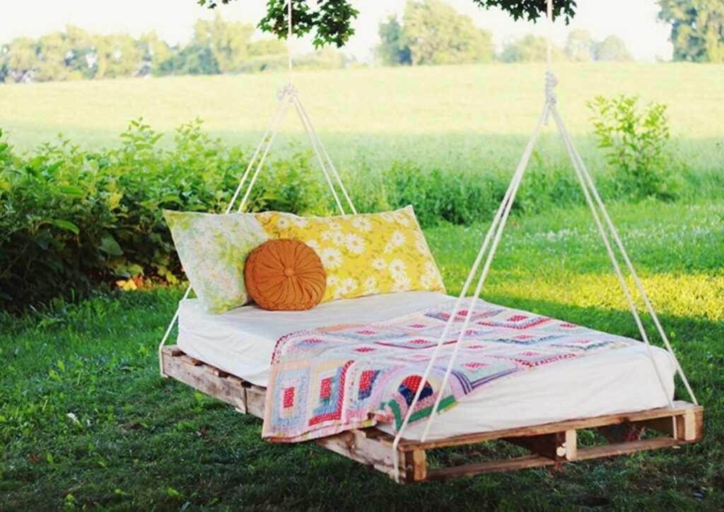 móveis de pallet - cama de balanço de pallet