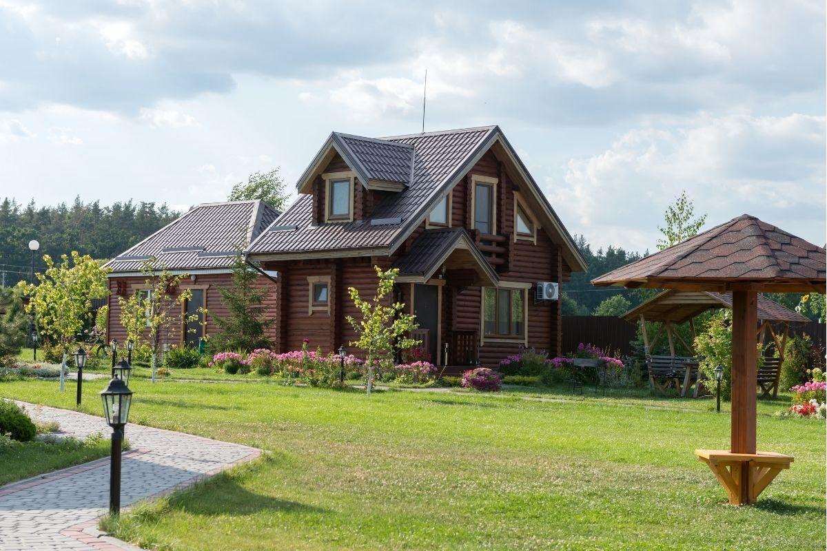 casa de campo moderna feita de madeira
