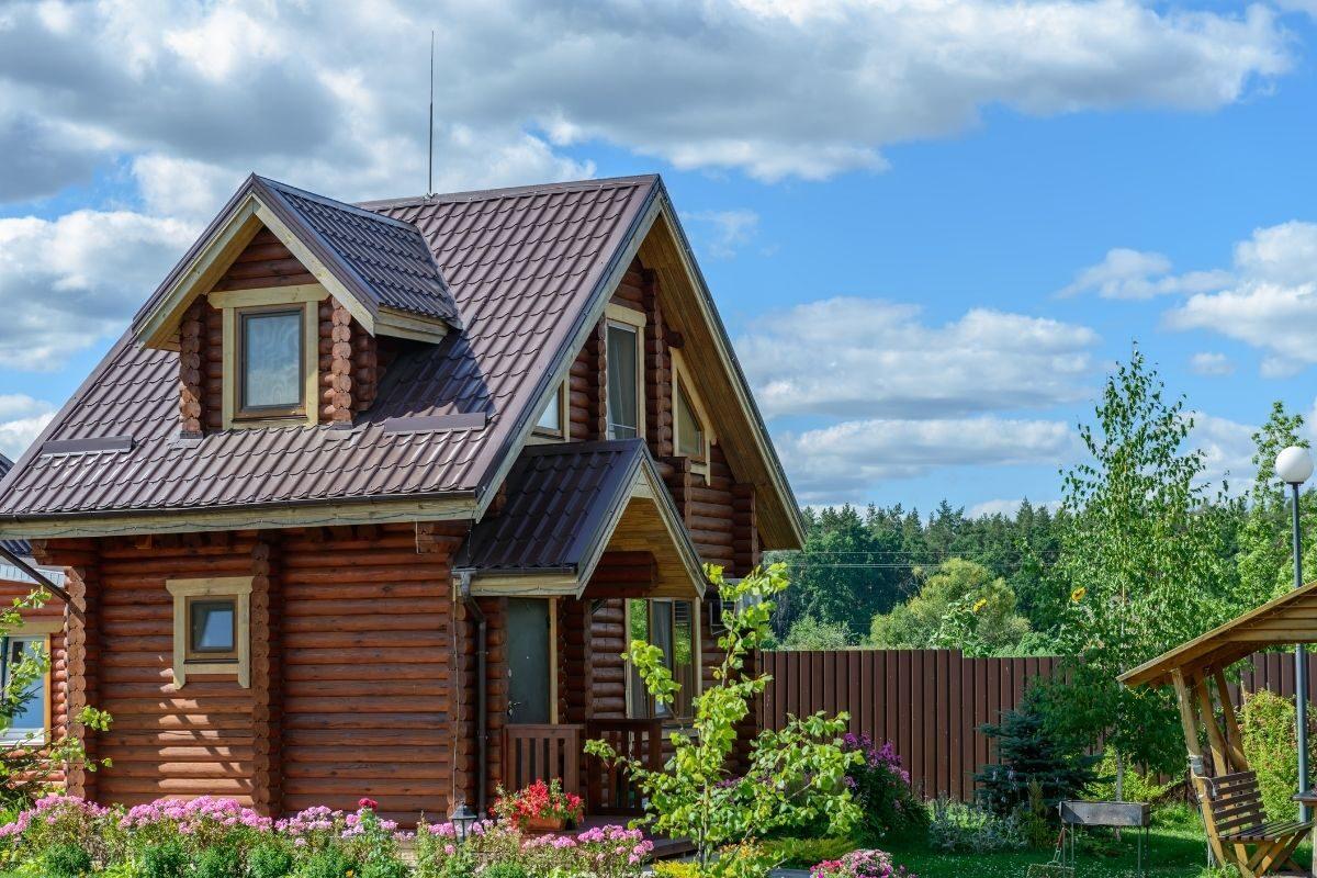 casa de campo de toras de madeira