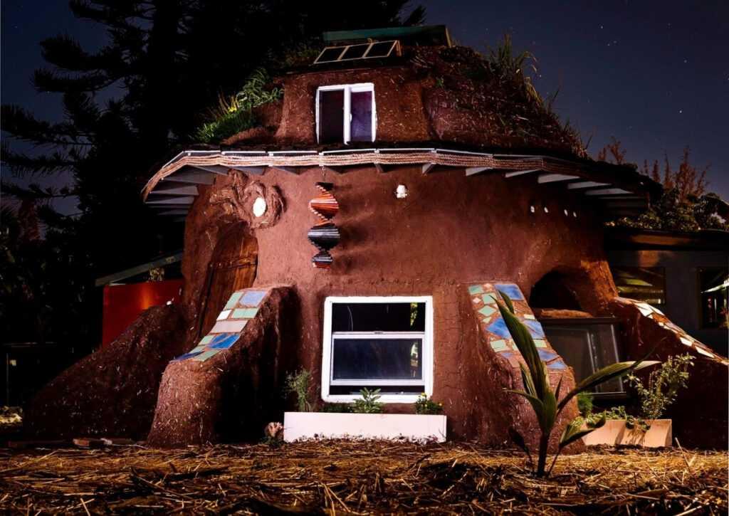 casa deita em superadobe na bioconstrução