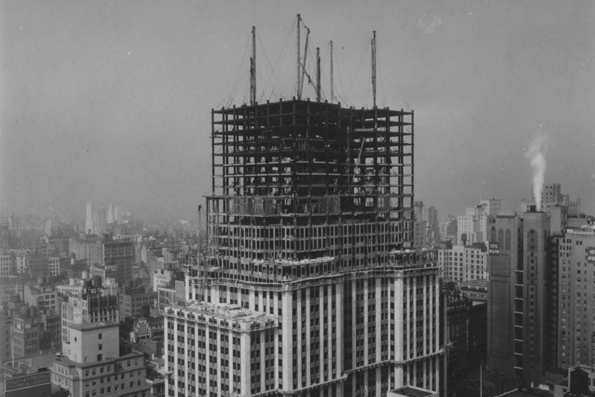 empire state building em fase de construção com steel frame