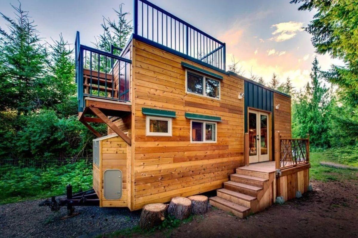 Mini Casa de madeira com terraço