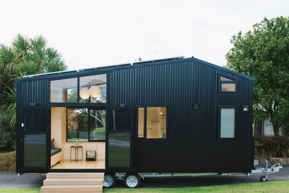 Mini Casa revestida de metal