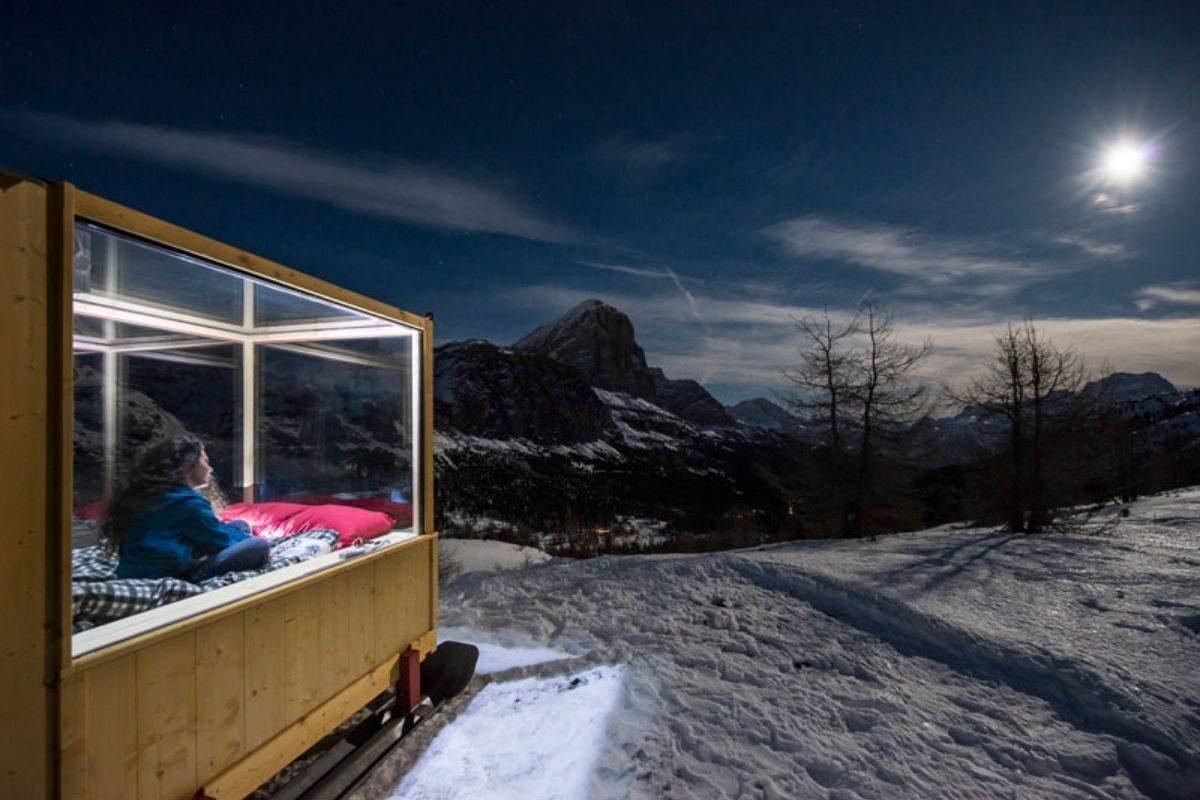 cabana de madeira e vidro foto 3