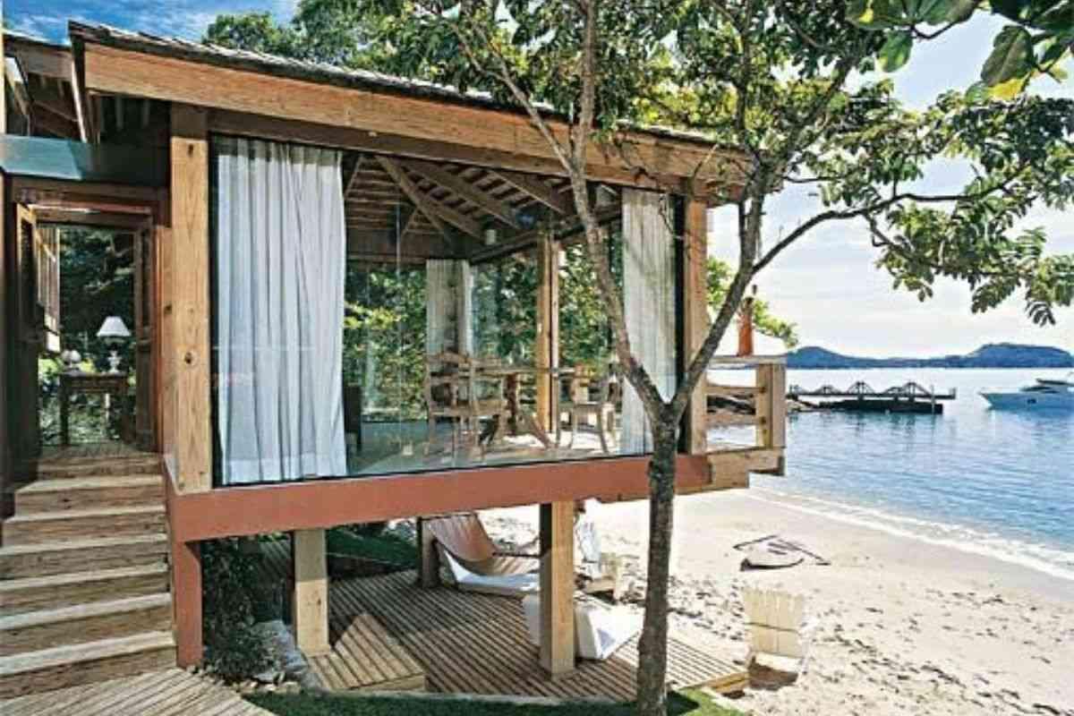 casa de madeira e vidro 14