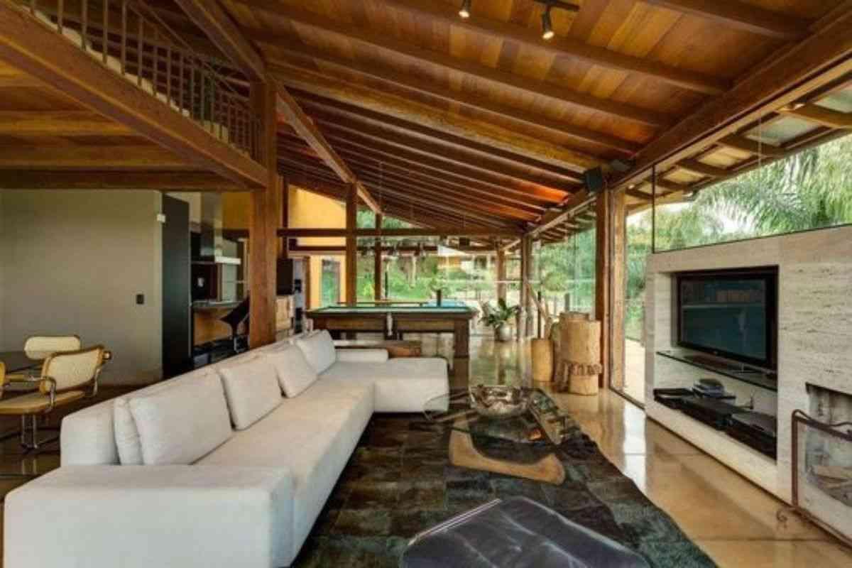 casa de madeira e vidro 16
