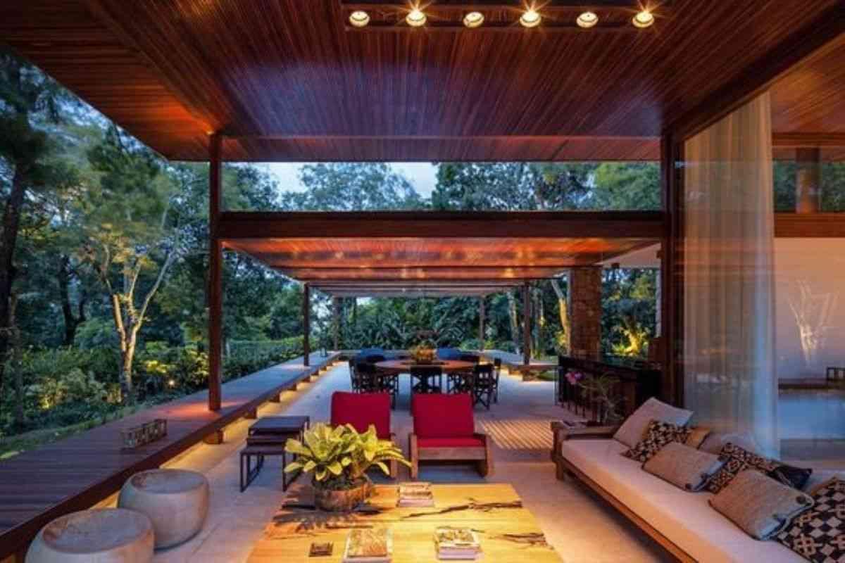 casa de madeira e vidro 7
