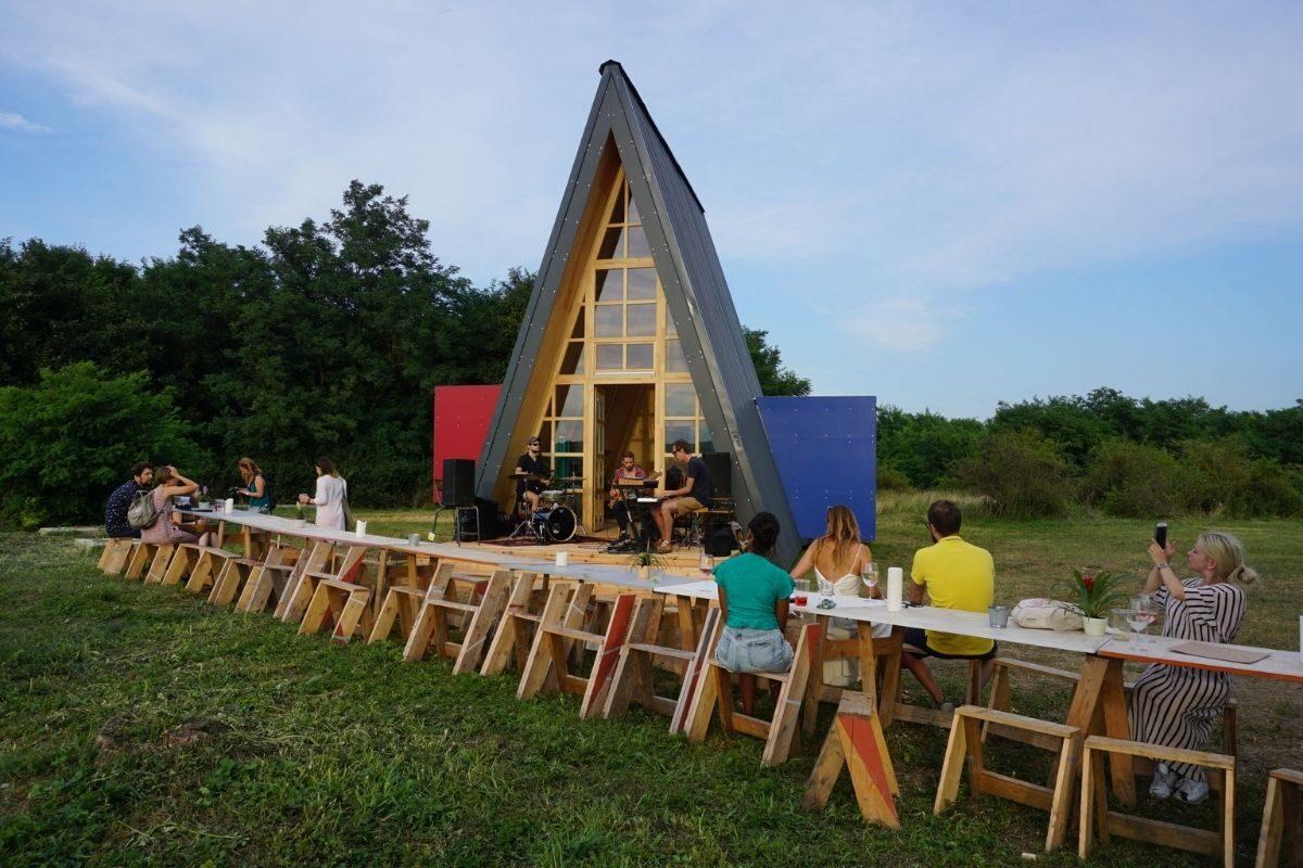 chalé de madeira modular colorido 6