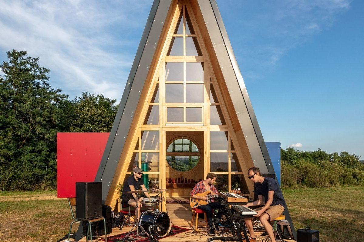 chalé de madeira modular colorido 7