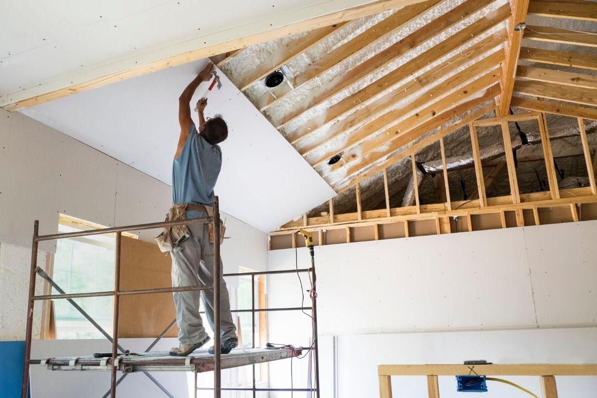 como construir uma casa de madeira acabamento