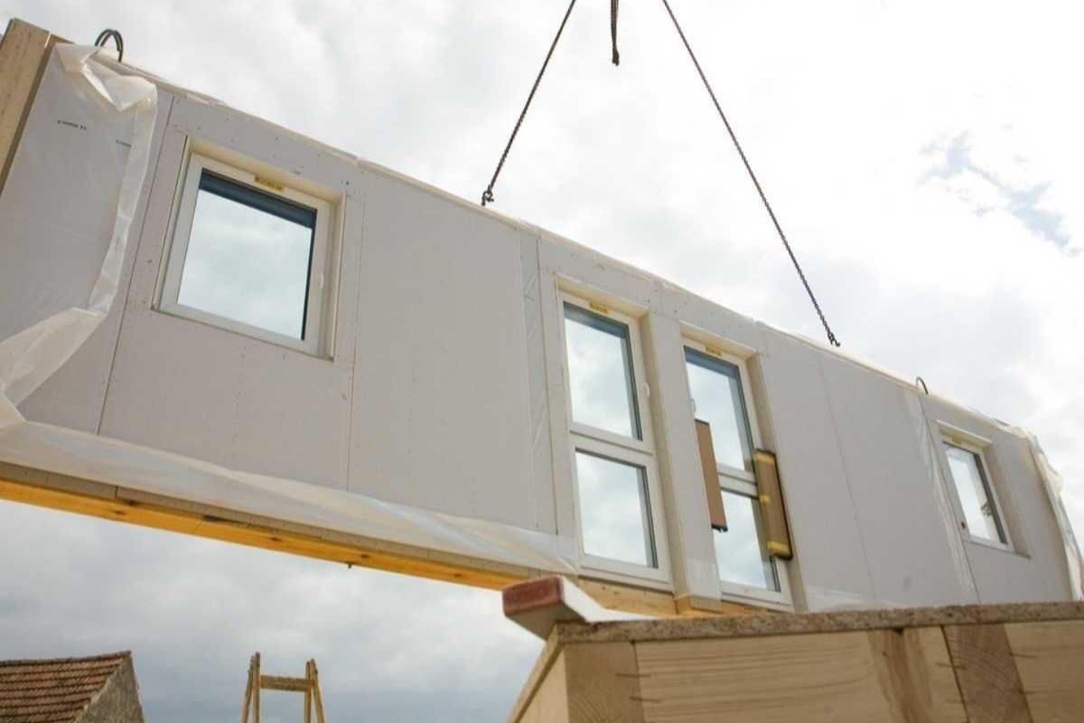 como construir uma casa de madeira montagem