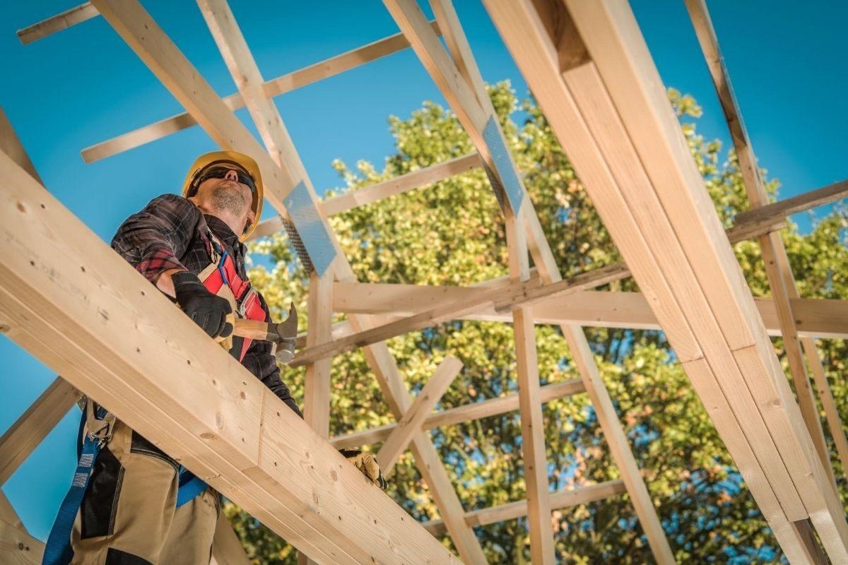 como construir uma casa de madeira telhado