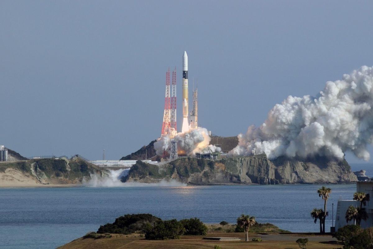 satélite de madeira lançamento