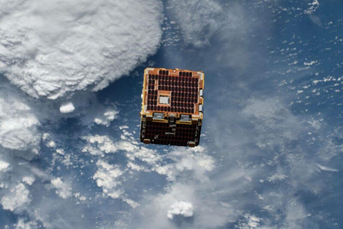 satélite de madeira