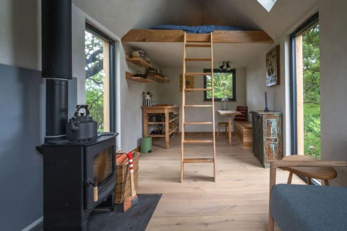 tiny house cercada pela natureza 3