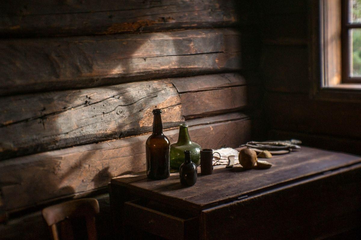 balcão de uma casa de madeira rústica