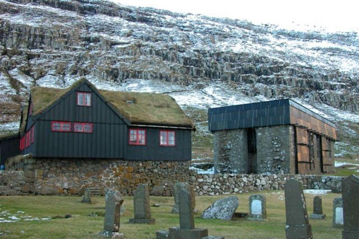 casa de madeira antiga Kirkjubøargarður foto 1