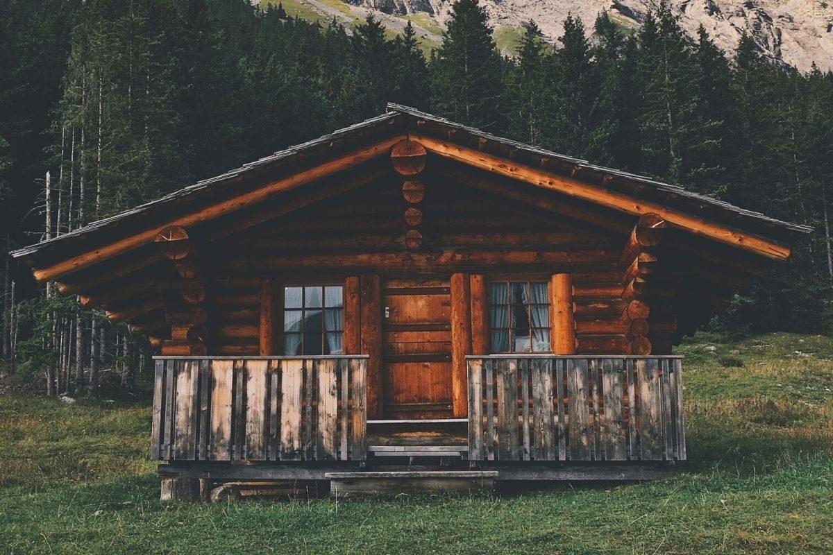 casa de madeira rústica pequena