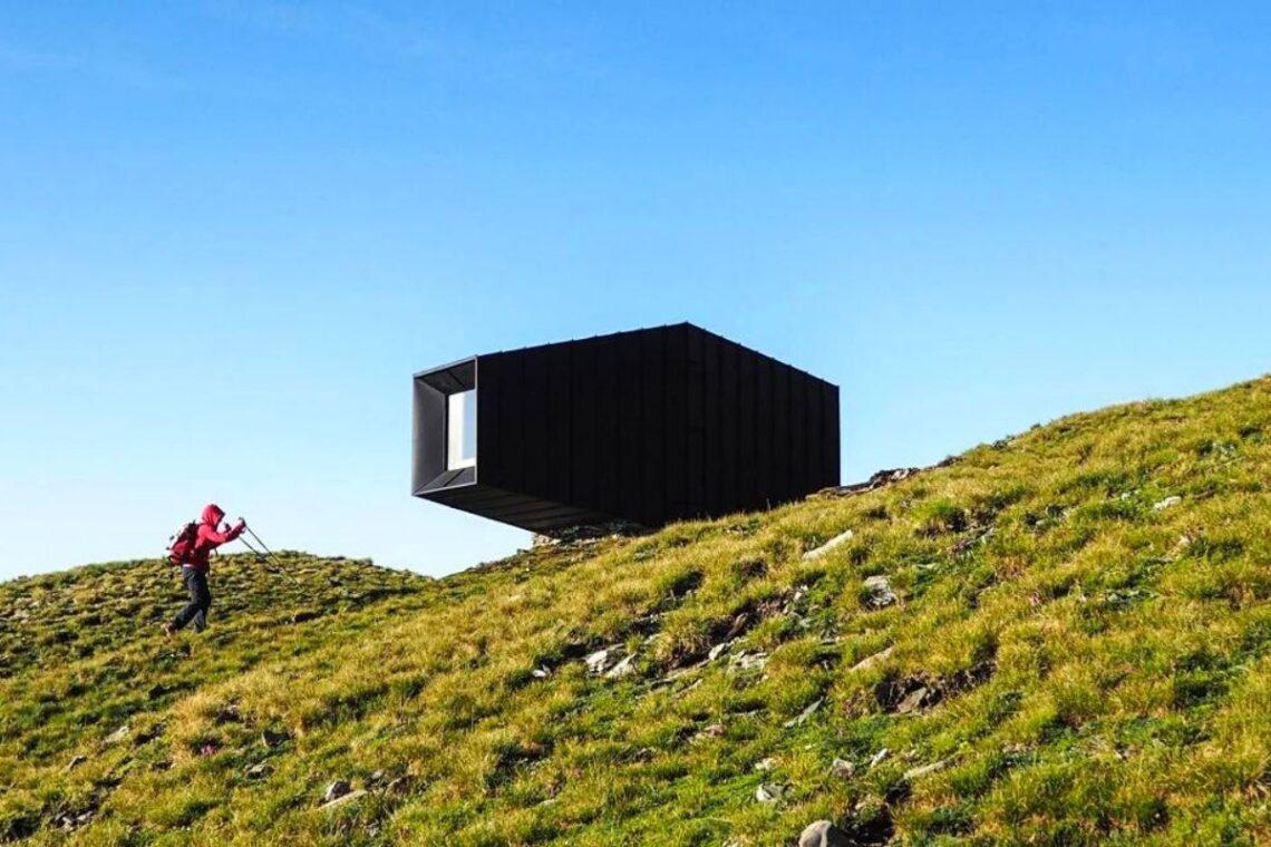 cabana de madeira octaedro black body mountain shelter foto 1