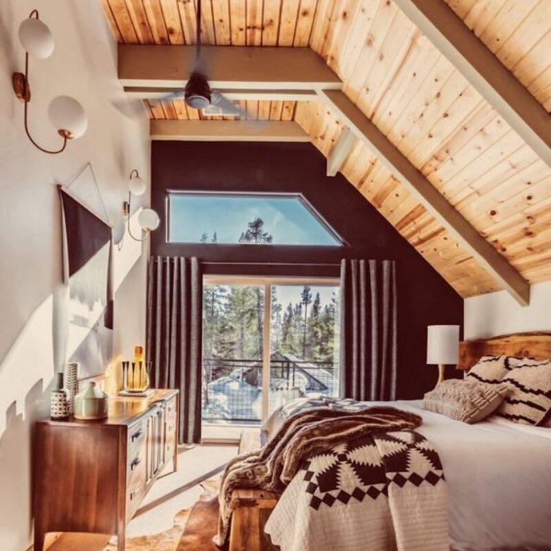 casa de madeira por dentro foto 25
