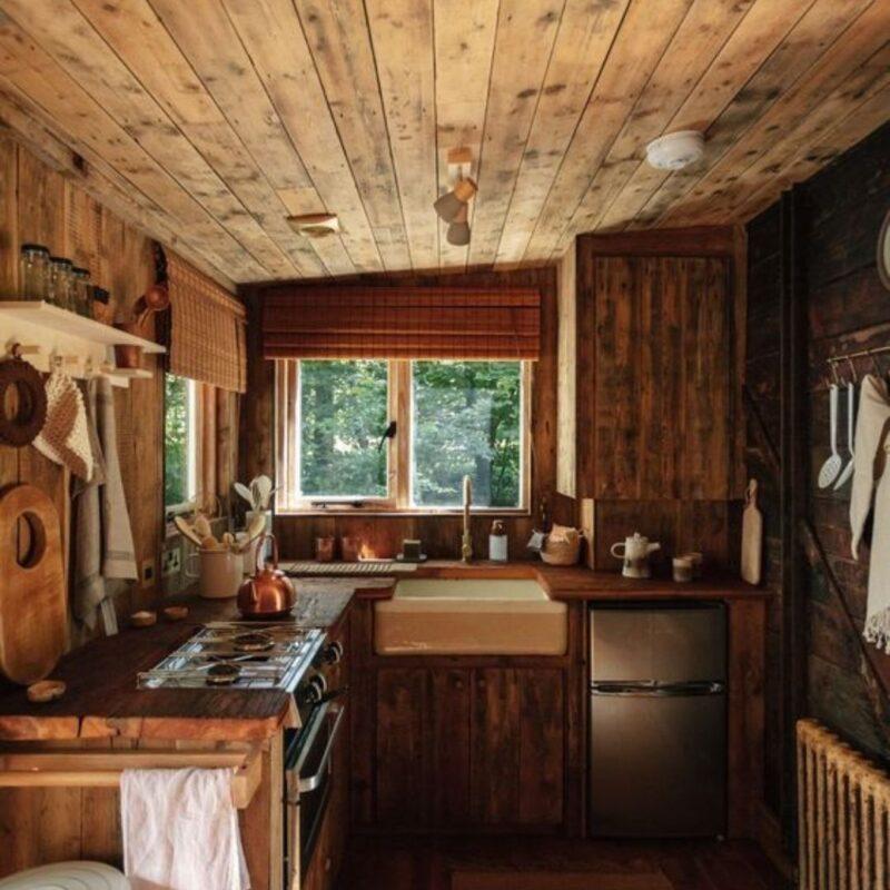 casa de madeira por dentro foto 28