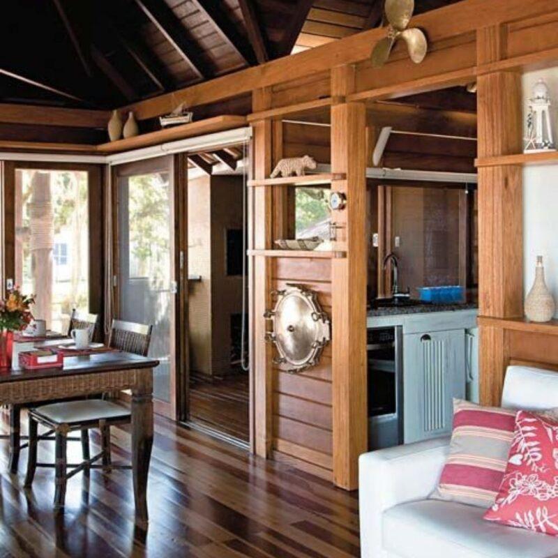 casa de madeira por dentro foto 37