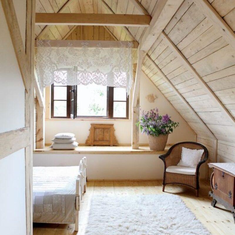 casa de madeira por dentro foto 8