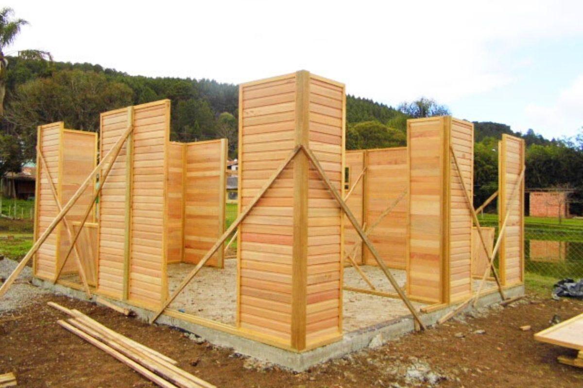 sistema de encaixe de madeira casa pré-fabricada travamento das paredes