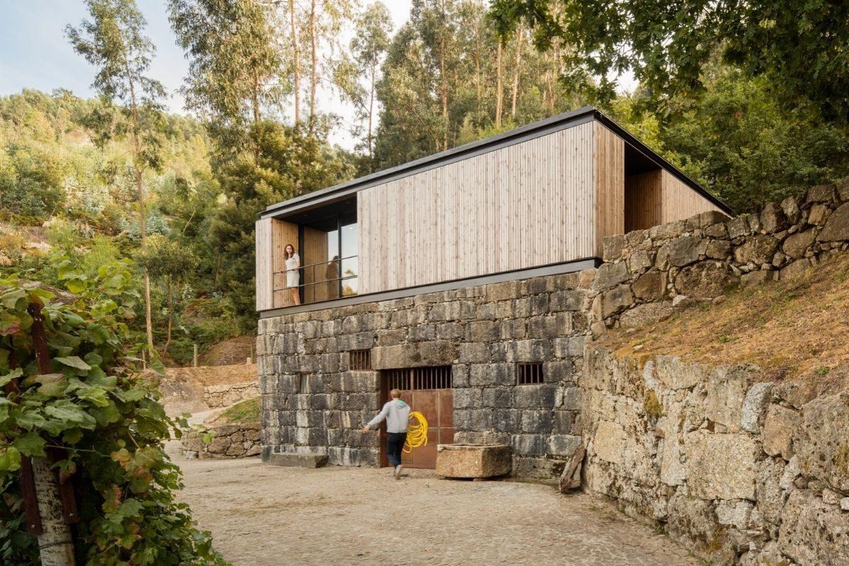 casa de madeira minimalista portugal foto 2