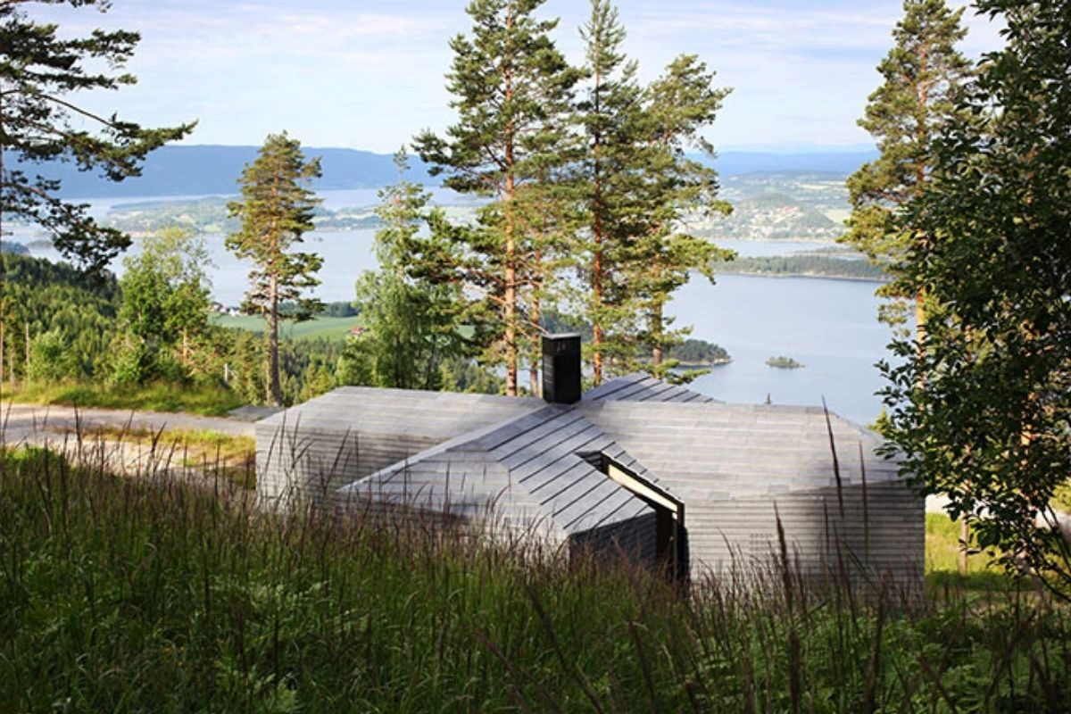 casa de madeira revestida em basalto atelier oslo foto 5