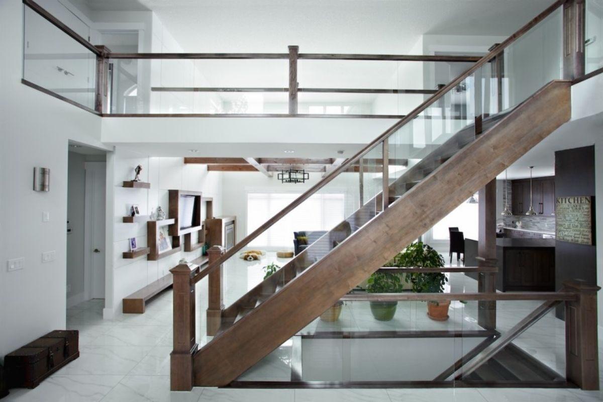 guarda-corpos de madeira e vidro escada tabaco