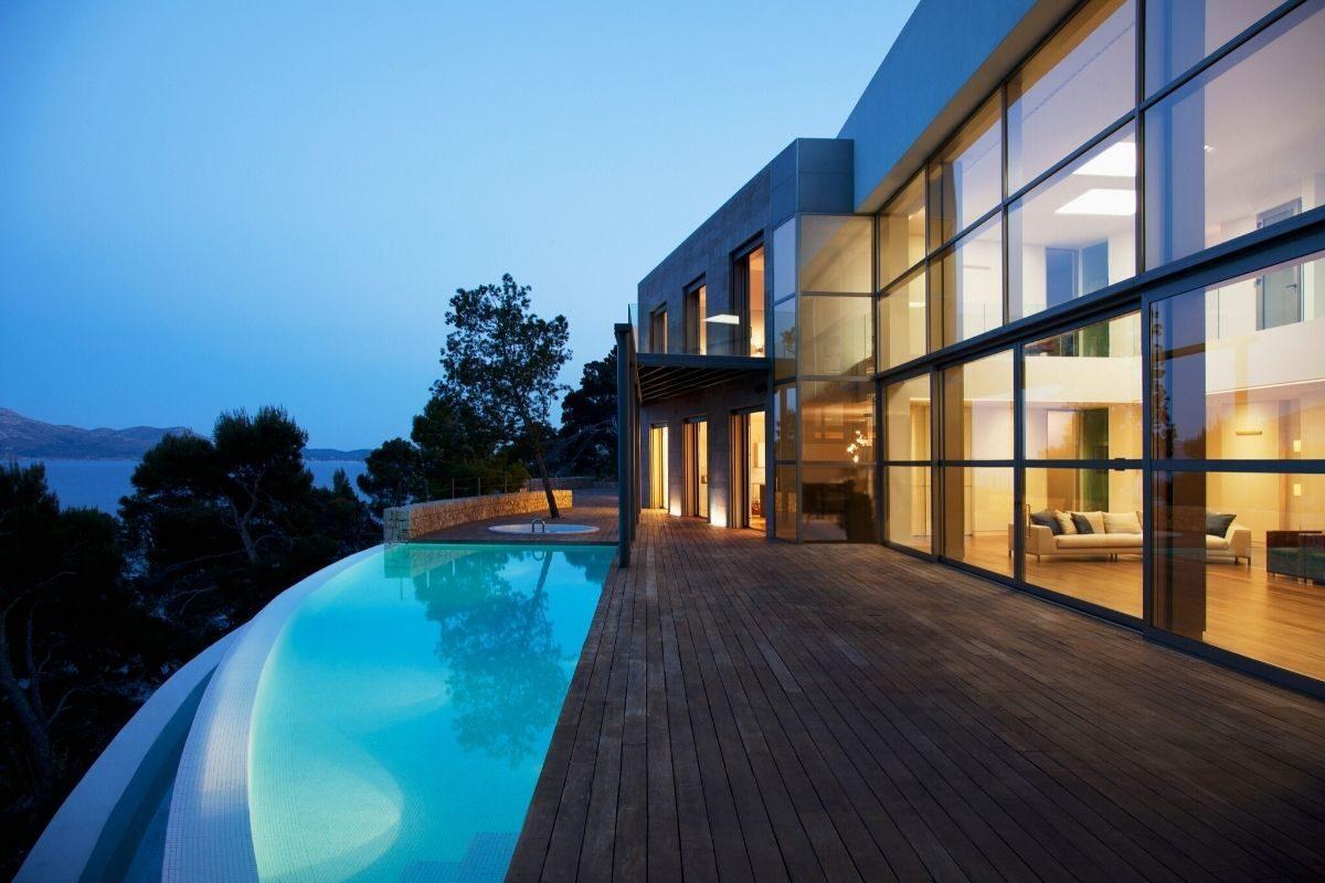 1 Deck de piscina reto para piscina curvada