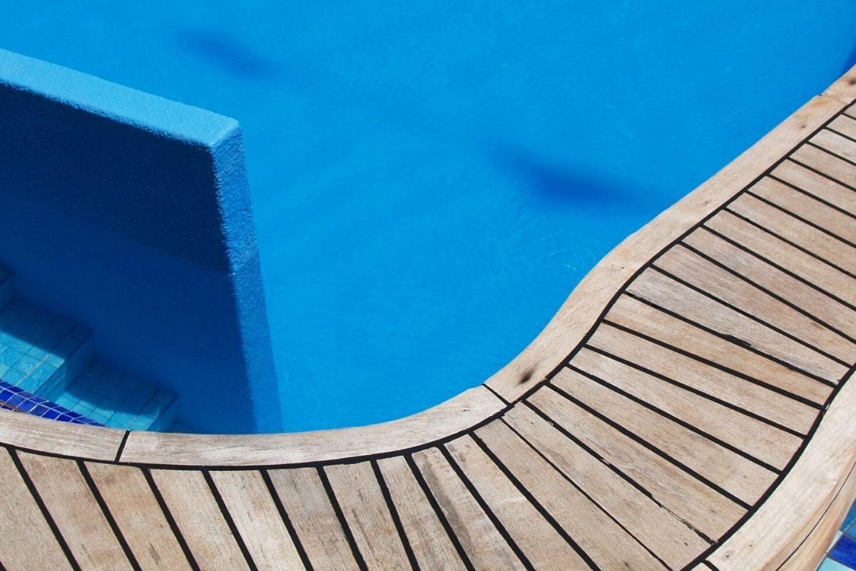 12 deck de madeira irregular