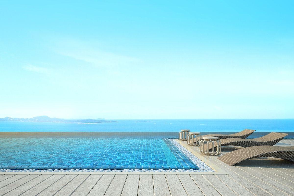 5 Deck de piscina com borda infinita