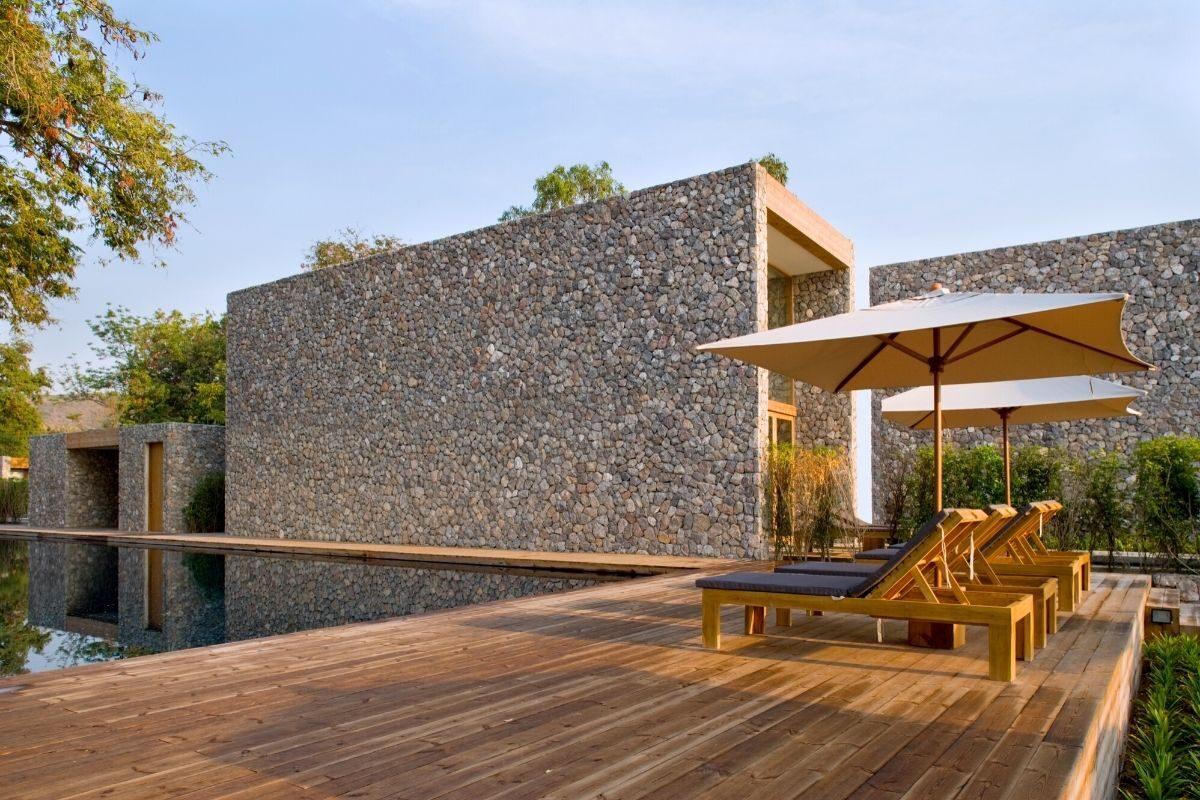 7 deck de madeira em toda a área externa