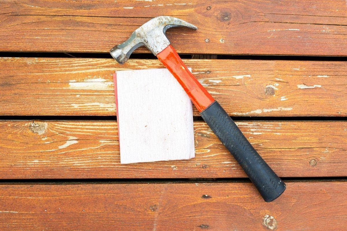 Como cuidar e fazer a manutenção dos decks de piscina_