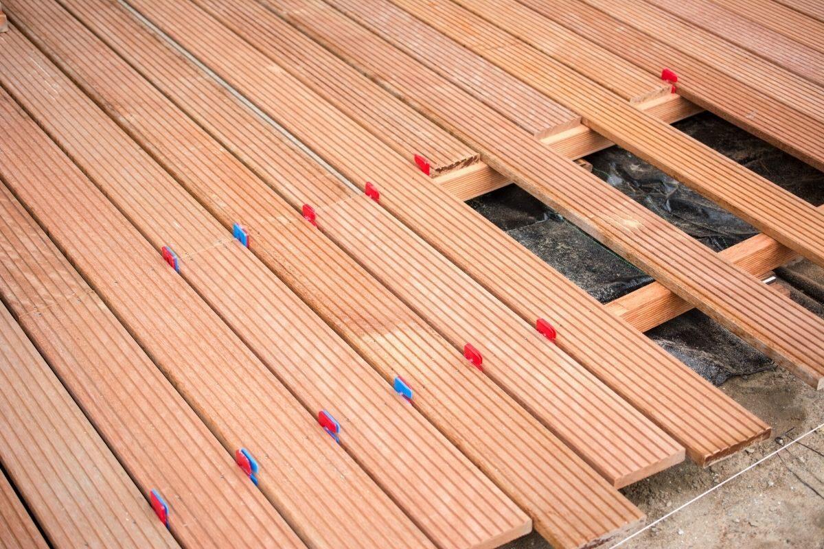 Instalação dos decks de piscina com contrapiso
