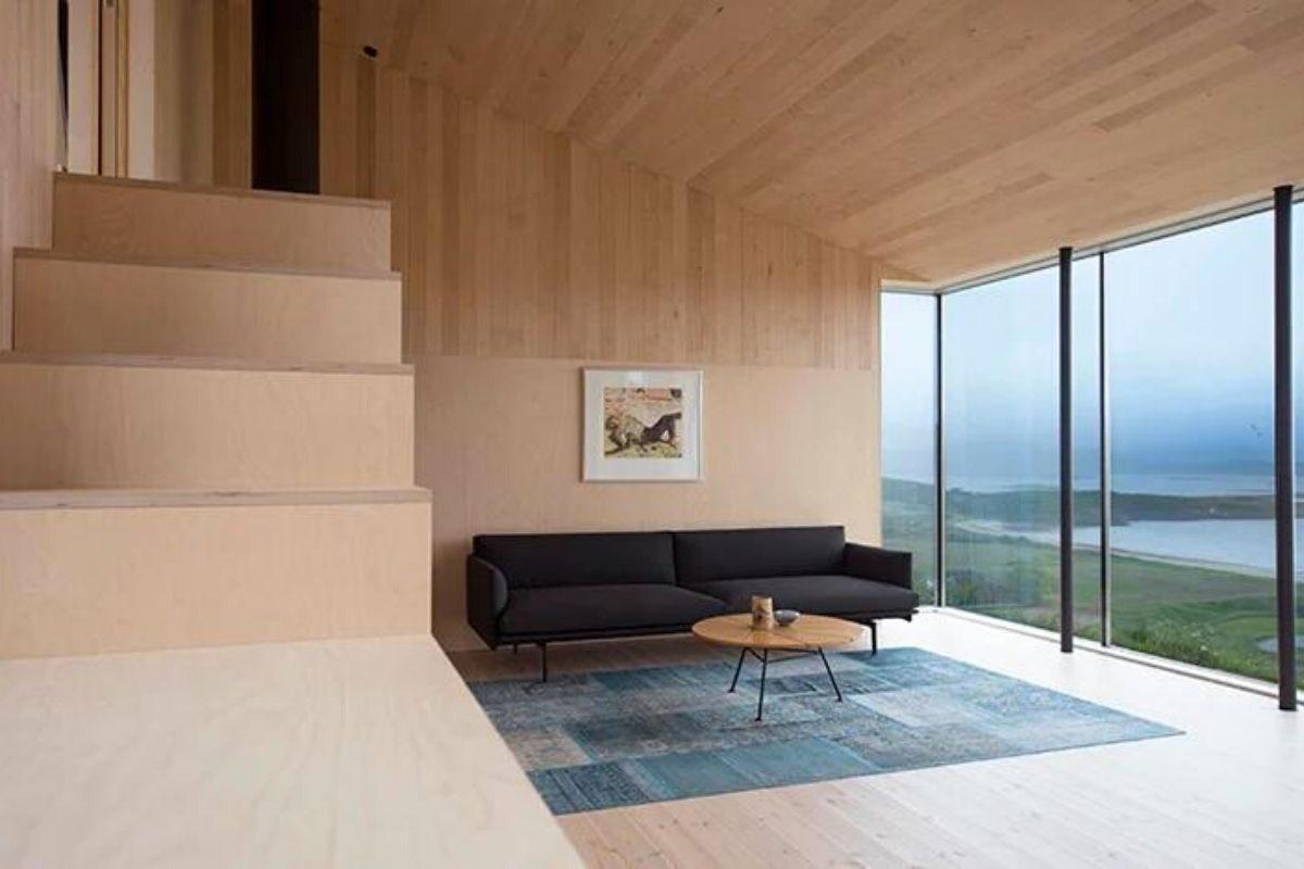 cabana de madeira na colina foto 5