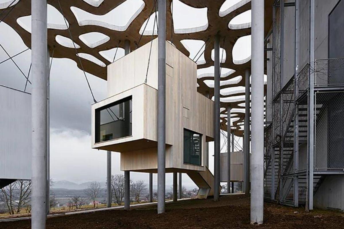 cabana de madeira suspensa foto 1