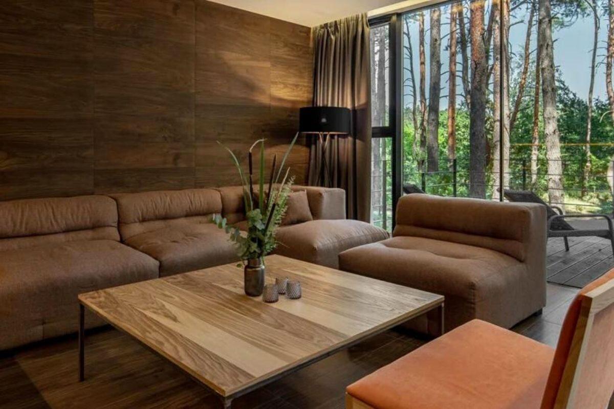 casa de madeira na floresta foto 7