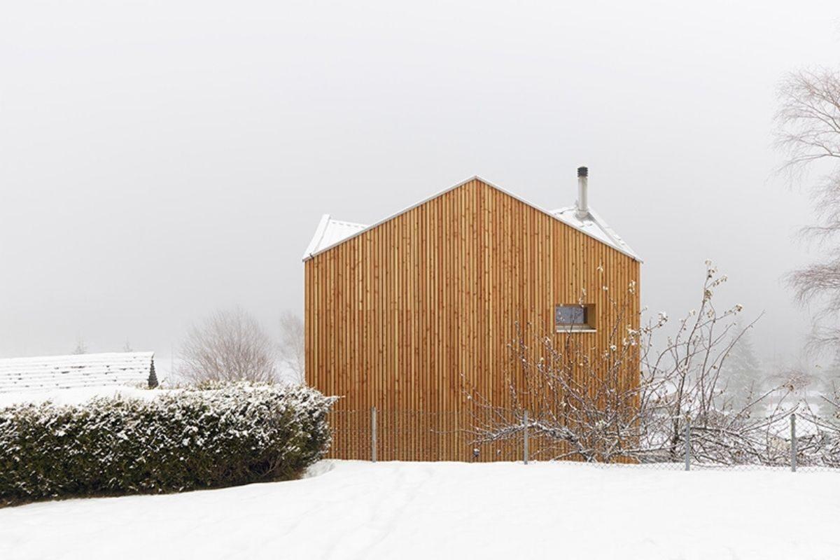 casa de madeira pequena madeiras claras foto 5