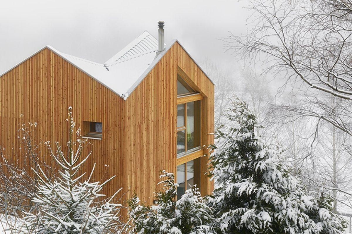 casa de madeira pequena madeiras claras foto 6