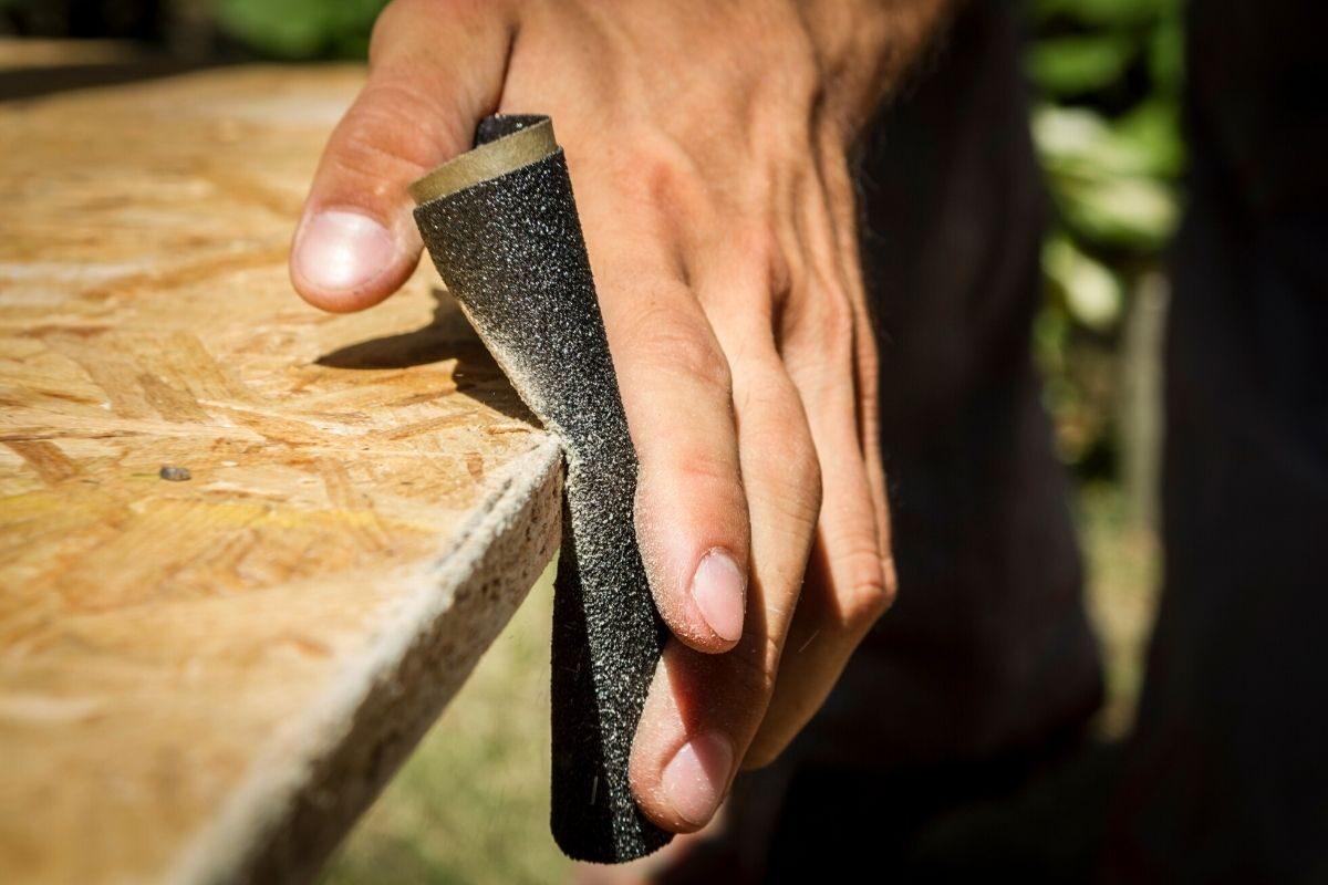como envernizar madeira usada - passo 2 - lixar a madeira