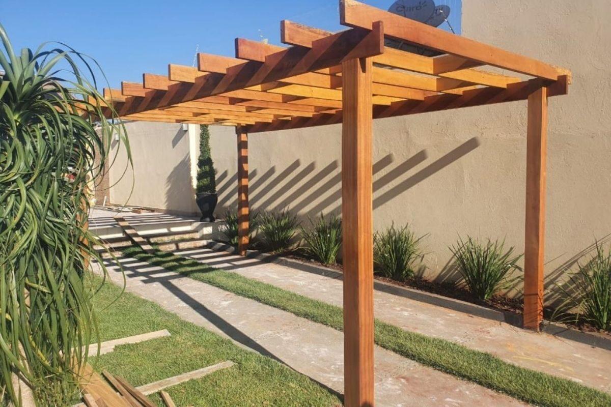 pergolado de madeira cedrinho