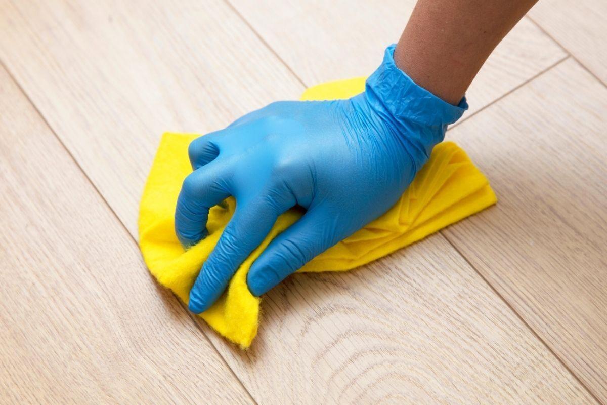 2º passo_ limpe o MDF com um pano seco