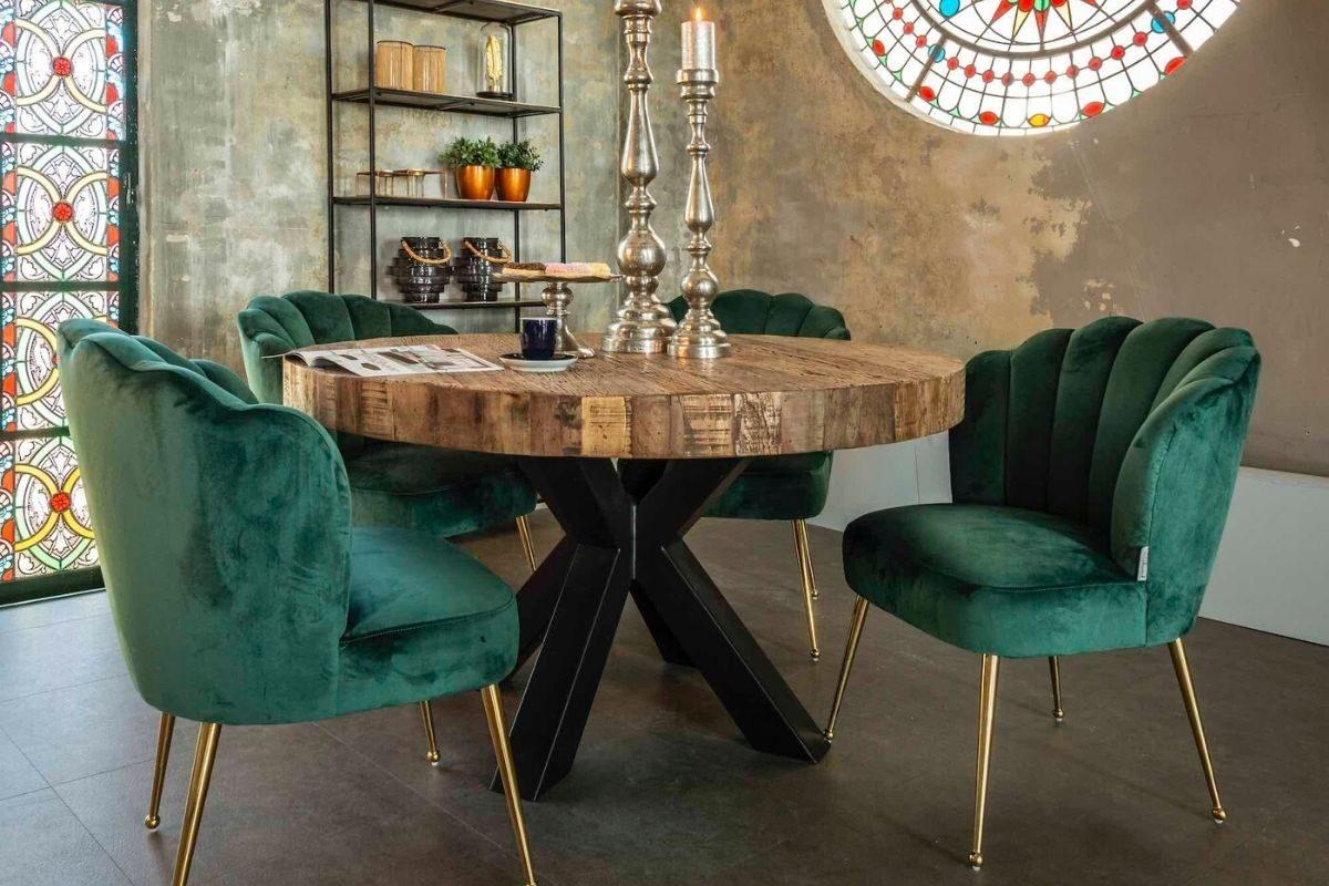 Mesa de madeira rústica com tampo circular